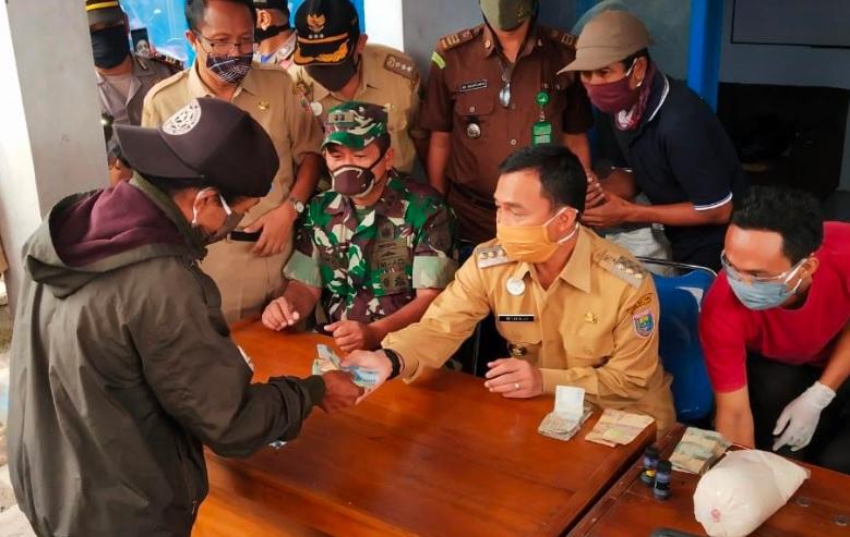 Harga Gula di Batang Tembus Rp20.000 per Kg, Bupati Wihaji Pimpin Operasi Pasar