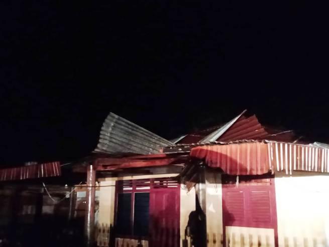 Hujan Lebat Disertai Angin Kencang terjang Bolsel, Belasan Rumah Rusak Parah