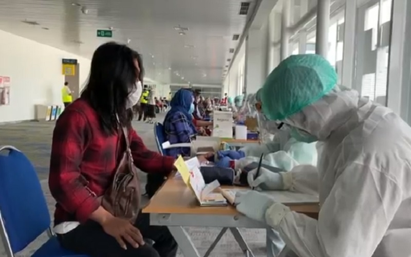 Puluhan TKI dari Malaysia Tiba di Bandara Ahmad Yani Semarang