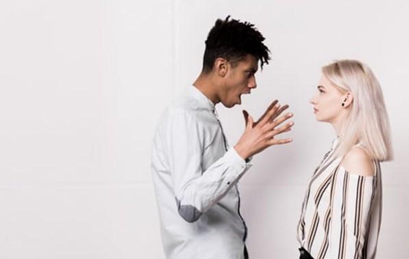 Pasangan Sulit Diajak Bicara saat Ada Masalah? Begini Cara Mengatasinya