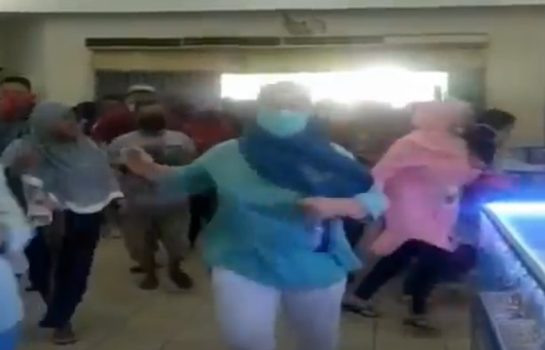 Video Viral Warga Lebak Berdesak-desakan Serbu Mal demi Beli Baju Lebaran