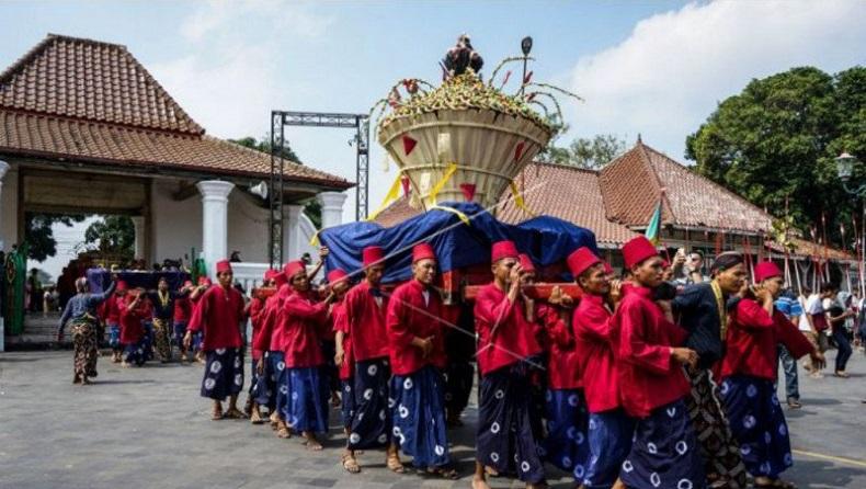 Grebeg Syawal Tanpa Arak-Arakan, Keraton Yogyakarta Bagikan 2.700 Tangkai Rengginang