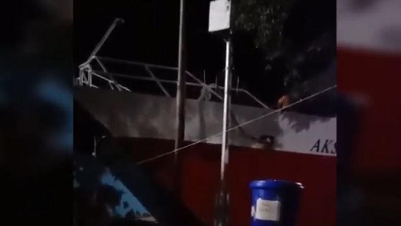 Kapal KM Aksar Saputra Berpenumpang Ratusan Orang Tabrak Dermaga Pelabuhan Muna