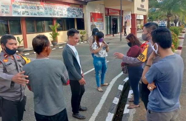 Oknum Kades Asal Maros Digerebek saat Pesta Miras di Karaoke Kafe Pangkep