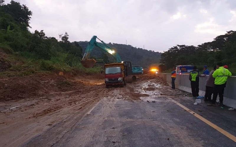 Tanah Longsor Timbun Ruas Tol Semarang-Solo di KM 426, Kendaraan Dialihkan