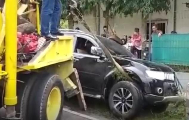Gara-Gara Ceceran Oli, Belasan Motor-Mobil Terjatuh di Paguyangan Brebes