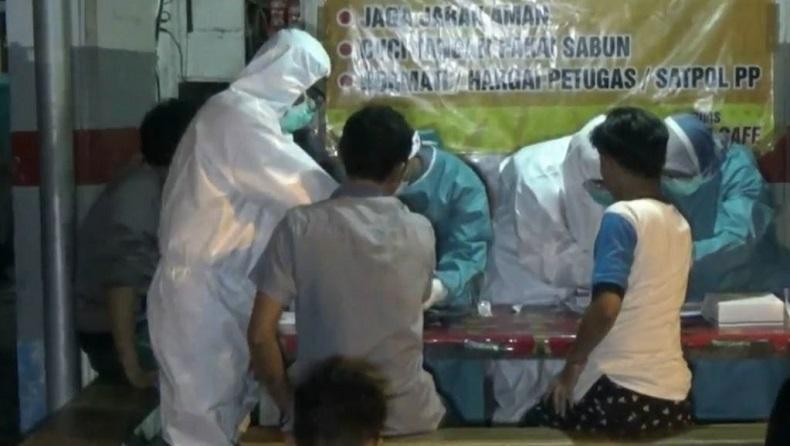 Rapid Test kepada Pengunjung Kafe di Tuban, 1 Orang Reaktif Covid-19