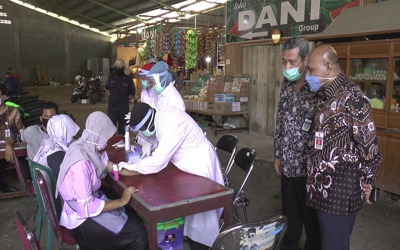 Pemkab Kendal Gelar Rapid Test di Pasar Pagi Kaliwungu