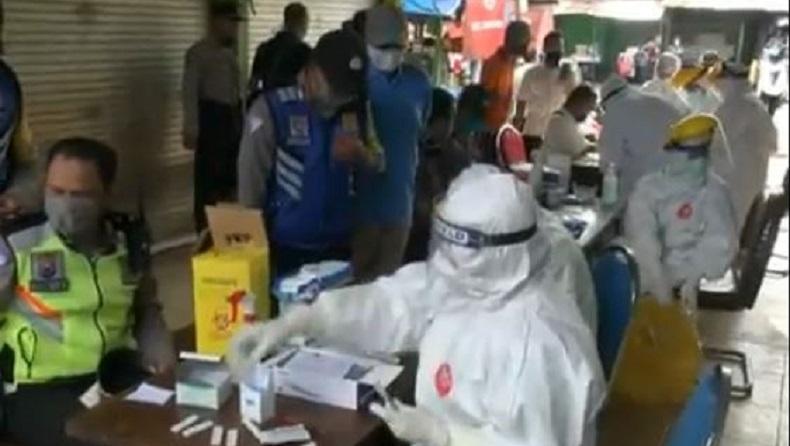 Puluhan Personel Polsek Taman Sidoarjo Rapid Test sebelum Bertugas di Zona Merah
