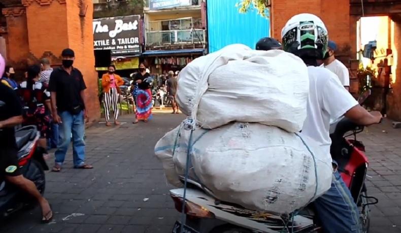Pedagang Pasar Kumbasari Mengaku Sepi Pembeli, Warga Masih Takut Belanja