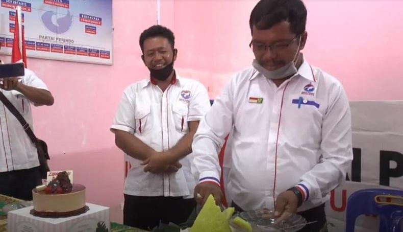 Syukuran HUT Ke-5, Pengurus dan Anggota DPRD Simalungun Fraksi Perindo Bagikan Sembako