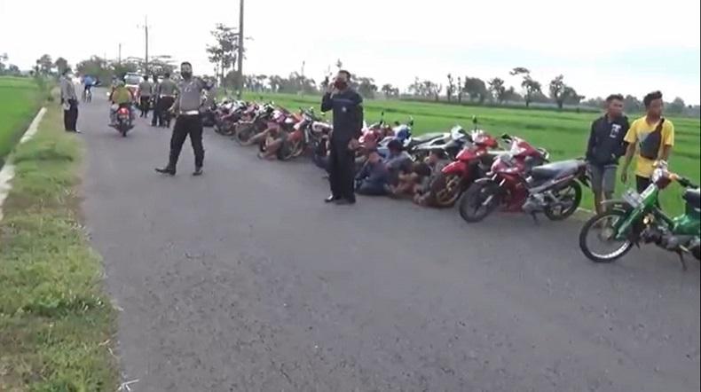 Ganggu Masyarakat, Balap Liar di Ponorogo Dibubarkan dan Puluhan Motor serta Pengendara Diamankan
