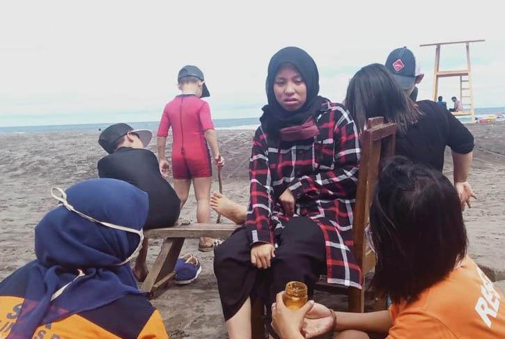 Puluhan Wisatawan di Pantai Parangtritis Disengat Ubur-ubur