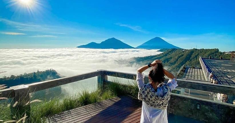Ide Wisata Bali, Asyiknya Bersantai di Kedai Tegukopi Menikmati Samudera Awan