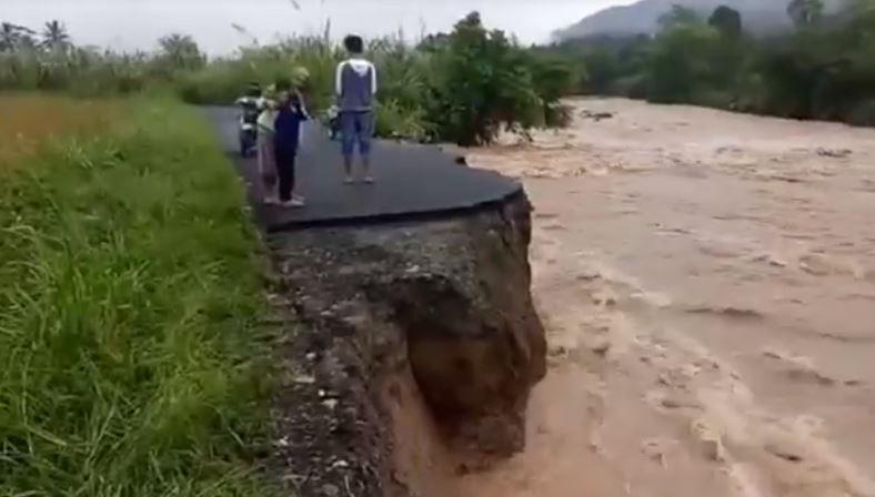 Jalan Penghubung 2 Desa di Empat Lawang Putus akibat Arus Deras Sungai Keruh