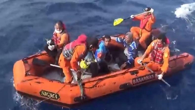 Kapal Bermuatan 13 Nelayan Dihantam Badai di Perairan Bungus Padang, 3 Orang Hilang