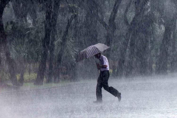 BMKG Ingatkan Warga Sumut Waspadai Hujan Disertai Angin Kencang dan Badai Petir