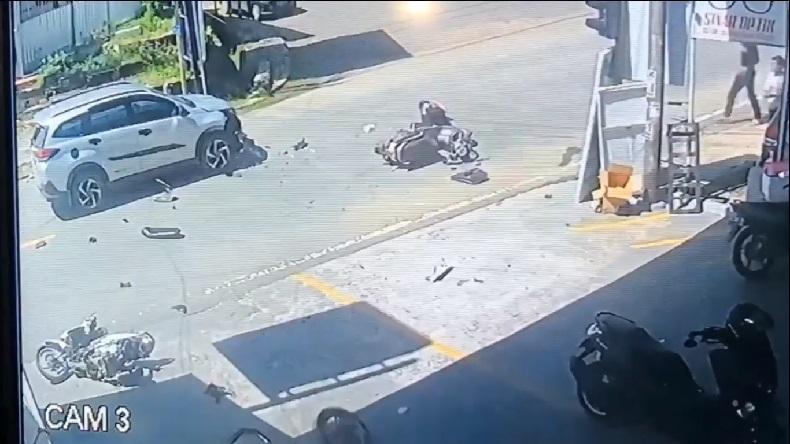 Kecelakaan Parah di Sengkang Terekam CCTV, Viral karena Korban Hanya Lecet-Lecet
