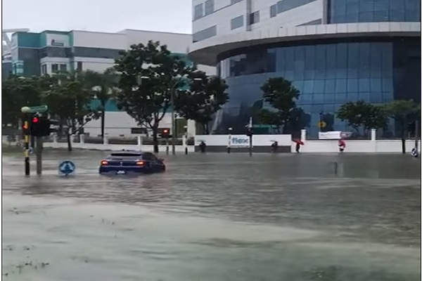 Diguyur Hujan Deras sejak Pagi Singapura Dilanda Banjir Bandang
