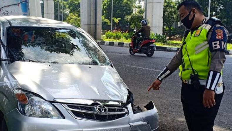 Pengendara Motor di Palembang Tewas Ditabrak Avanza yang Disopiri Pelajar