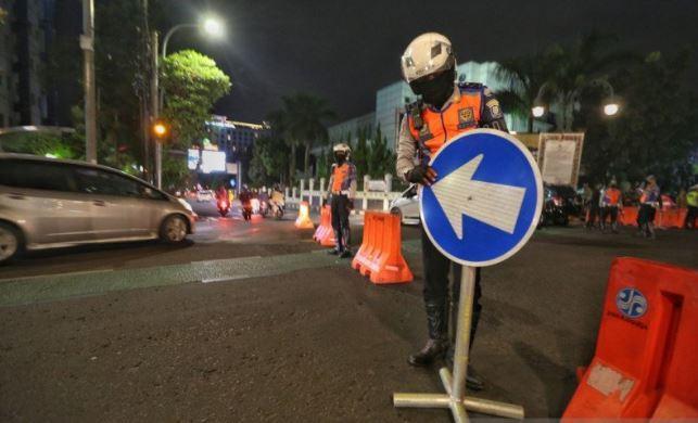 New Normal, Polisi Tetap Tutup Ruas Jalan di Bandung pada Malam Akhir Pekan