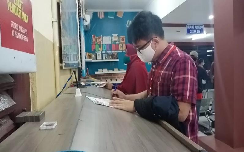 Lansia, Ibu Hamil, dan Petugas Medis Tak Perlu Mengantre Urus SIM di Satpas Jakpus
