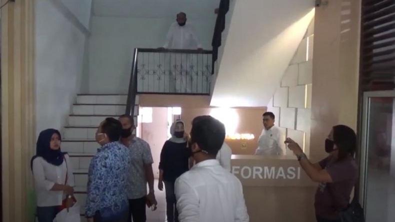 Selingkuhan Suami Kirim Video Mesum, Istri Sah Ngamuk di Kantor Camat Medan Polonia