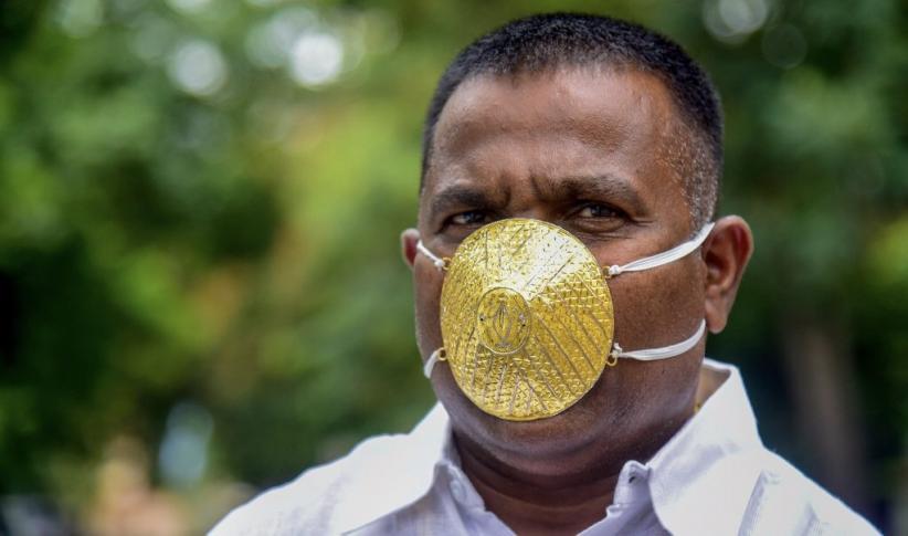 Pengusaha Ini Pakai Masker Emas Senilai Rp57 Juta untuk Cegah Corona