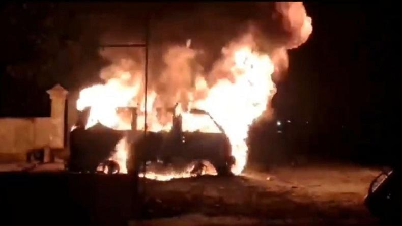 Mobil di Jember Ludes Terbakar usai Isi Bahan Bakar, Lalu Lintas Berhenti Total