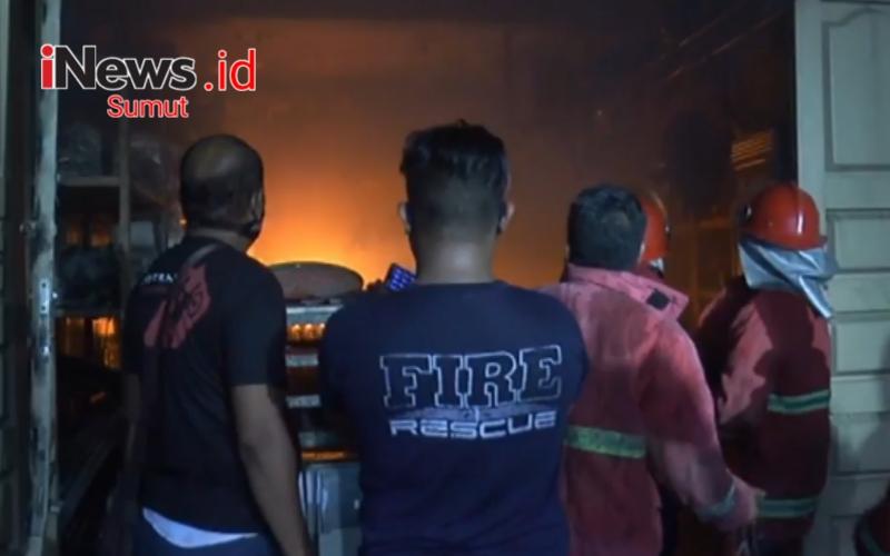 Toko Material Bangunan di Asahan Terbakar, Warga Panik Dengar Suara Ledakan