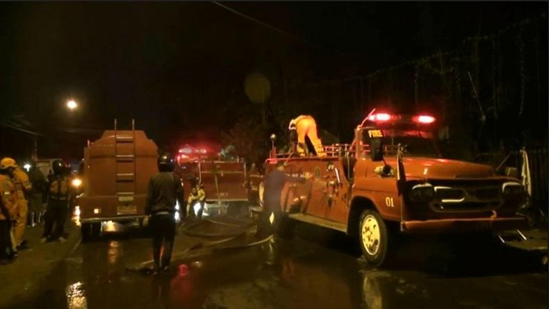 Gudang Elektronik di Malang Terbakar Hebat, 8 Mobil Pemadam Dikerahkan