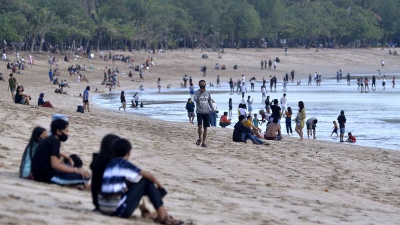 Pariwisata Bali Dibuka, Pantai Kuta Mulai Dikunjungi Warga