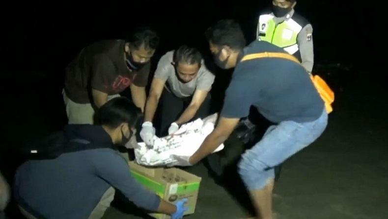 Mayat Bayi Ditemukan di Pinggir Pantai Tuban, Tali Pusar masih Menempel di Perut