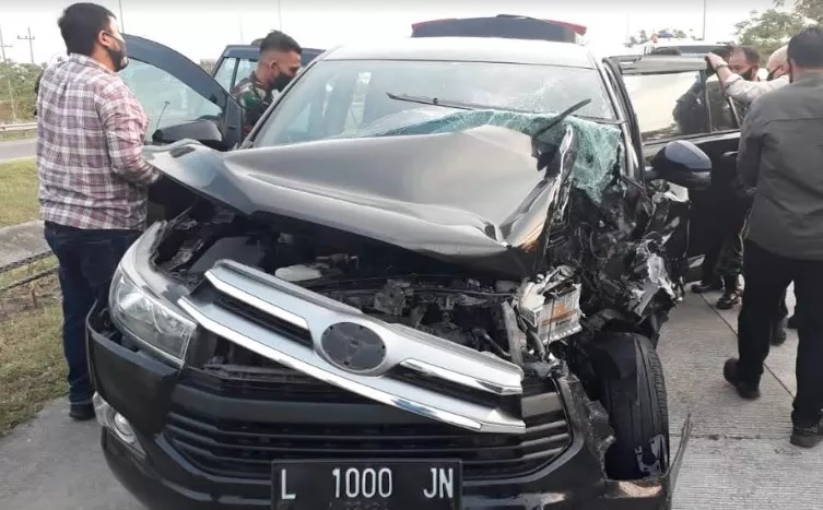 Mobil Rombongan Gubernur Kecelakaan di Tol Kertosono, Khofifah: Saya Baik-Baik Saja
