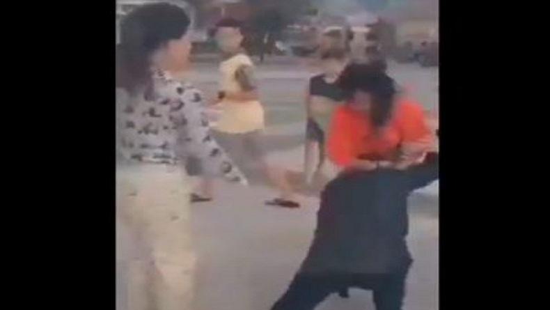 Viral 2 Remaja Perempuan Duel di Lapangan Sultan Abdul Jalil Tanjungbalai