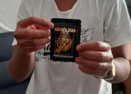 Bea Cukai-BNN Maluku Amankan Paket Handphone Berisi Tembakau Gorila