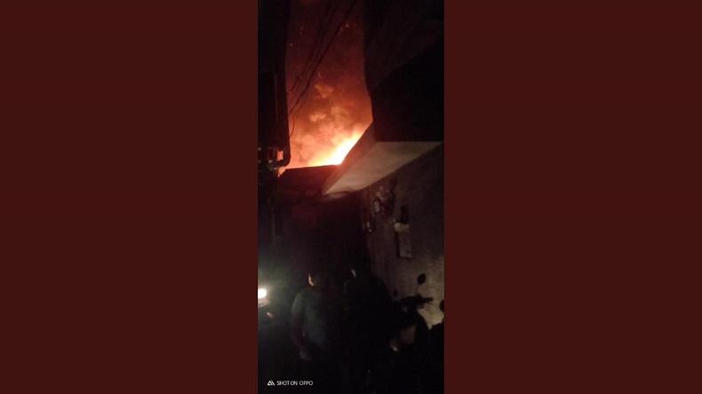 Kebakaran di Bukit Duri Tebet, 17 Mobil Damkar Dikerahkan