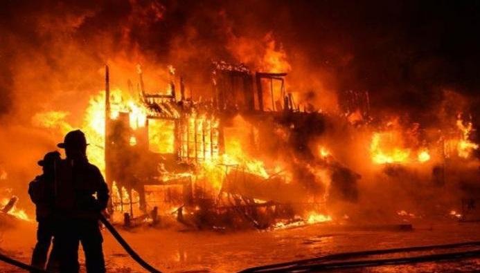 Toko Mebel di Bantul Terbakar, 2 Mobil Ikut Hangus