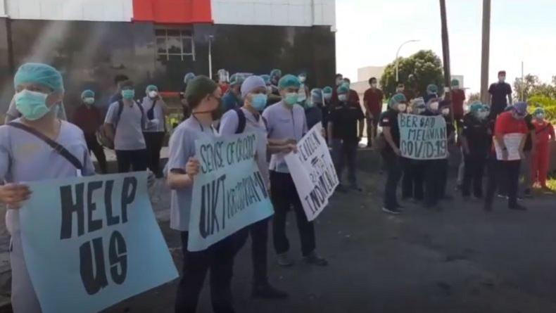 Dokter Residen Faked Unsrat Manado Demo Tuntut Pengurangan Uang Kuliah