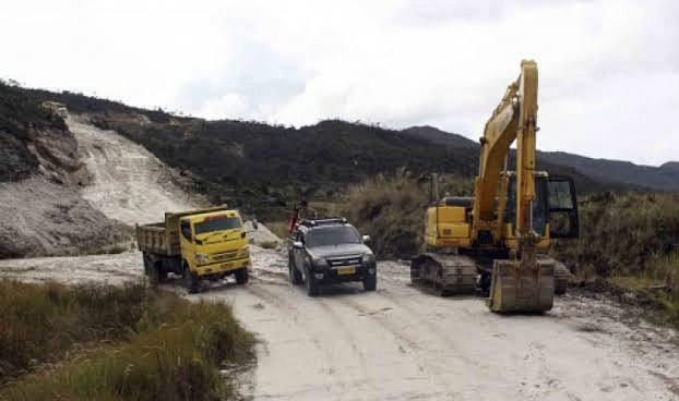 Proyek Jalan Trans Papua Ditunda hingga 2021 akibat Covid-19