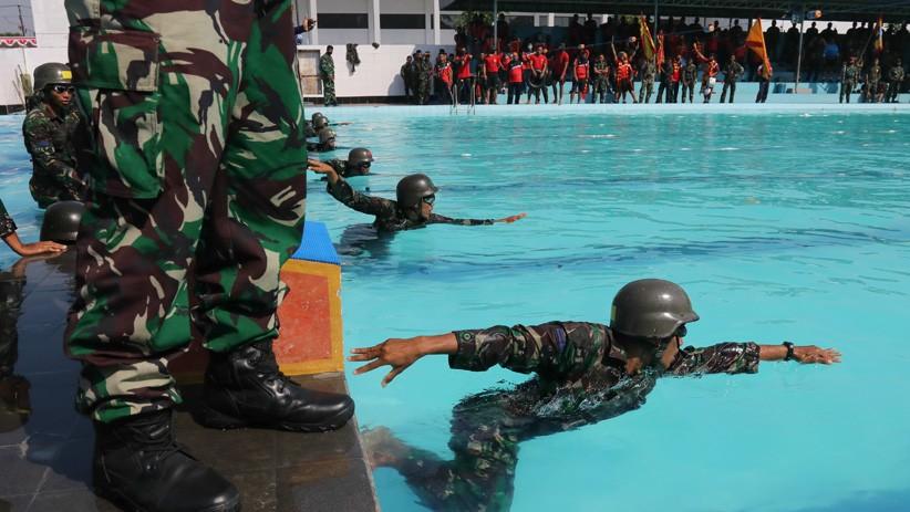 Lomba Renang Militer Prajurit Korps Marinir