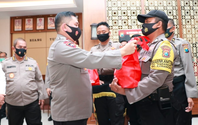 Alumni Akpol 91 Bagikan 5.000 Paket Sembako ke Warga Jatim Terdampak Covid-19