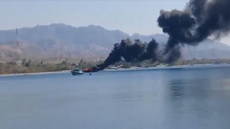 Kapal Ikan Hangus Terbakar di Perairan NTT Perbatasan dengan Timor Leste