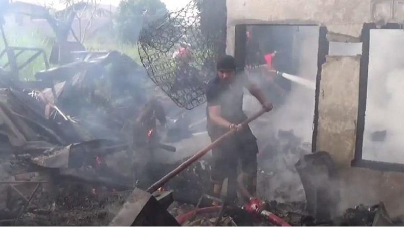 Tersambar Petir, 4 Rumah Warga di Medan Ludes Terbakar