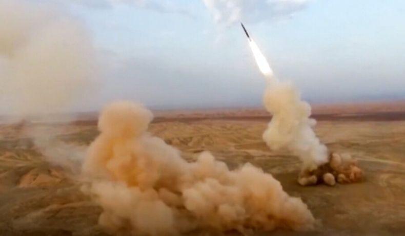 Iran Tembakkan 2 Rudal Balistik dari Bawah Tanah saat Latihan Perang