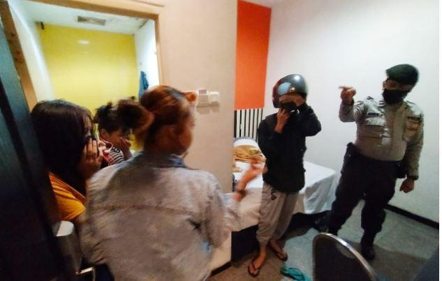 Gerebek Hotel di Banjarmasin, Polisi Amankan Pasangan Mesum dan PSK Online