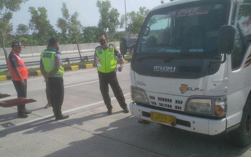 Sopir Truk Asal Subang Ditemukan Tergeletak Terikat Tali di Jalan Pemalang