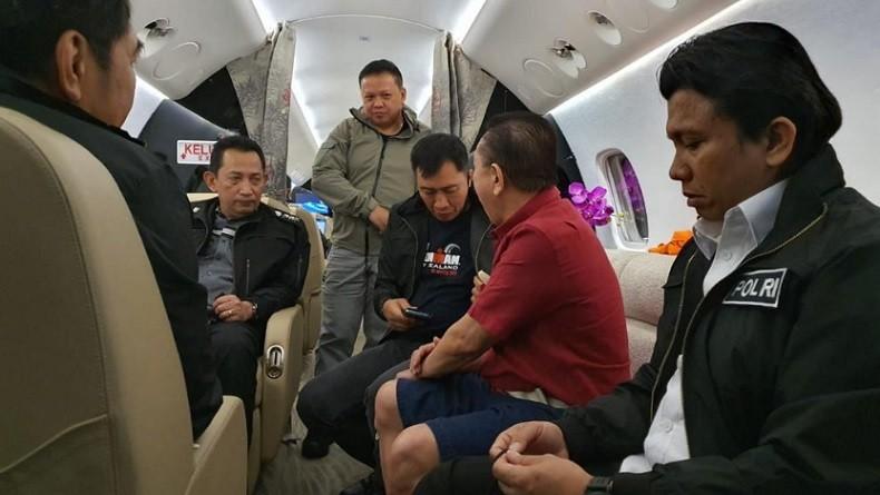 Penampakan Djoko Tjandra saat di Pesawat dan Tes Kesehatan di Bareskrim