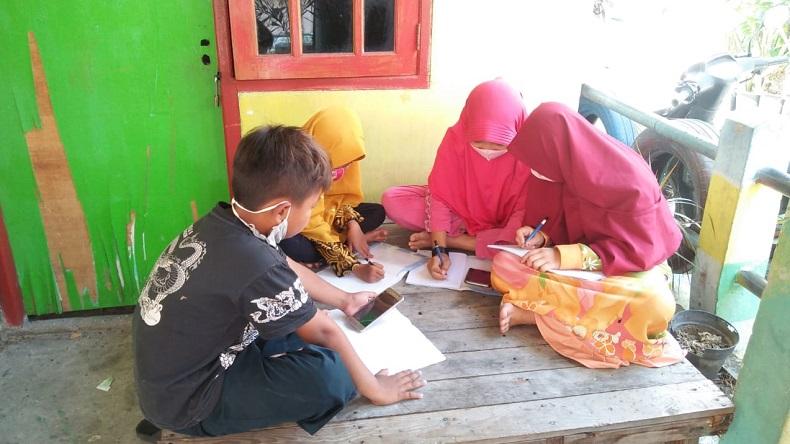 Desa di Gresik Ini Sediakan Internet Gratis bagi Siswa untuk Belajar Daring