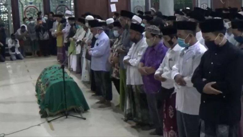 Ribuan Santri dan Warga Iringi Pemakaman Gus Im di Ponpes Denanyar Jombang